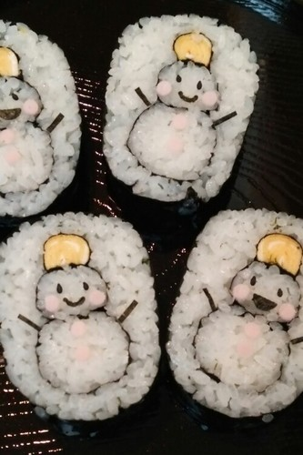 Decorated Sushi Rolls: Snowmen Nori Rolls