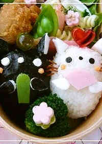 Bento with Twin Kitty Hina Dolls