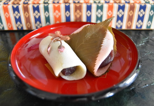 Easy Kanto-Style Sakura Mochi Using an Electric Griddle
