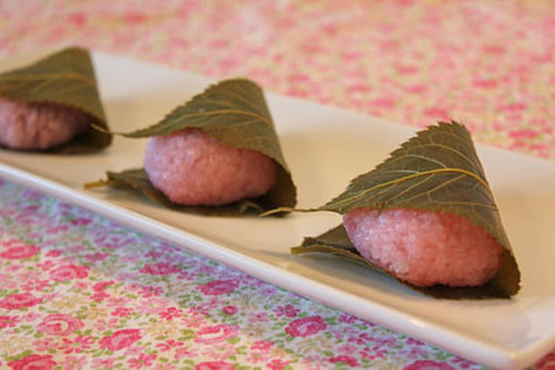 Easy Sakura Mochi (Domyoji) Using A Microwave Steaming Container