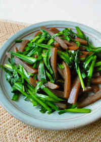 Stir-Fried Garlic Chives & Konnyaku for Dieters