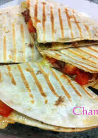 Super Easy Chorizo Quesadilla