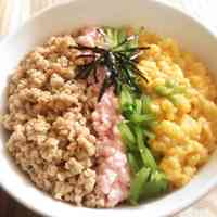 Savory Chicken Soboro: Four-Color Rice Bowl