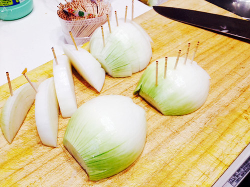 Easy Skewered Onion Wedges for Yakiniku or BBQ
