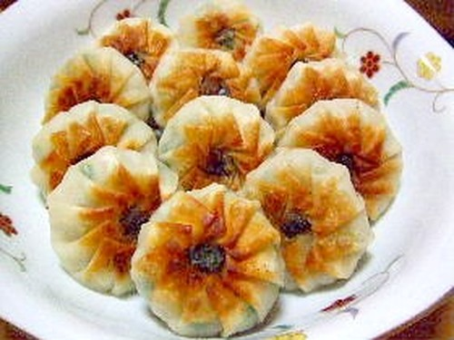 Cute Flower-Shaped Chinese Chive Dumplings