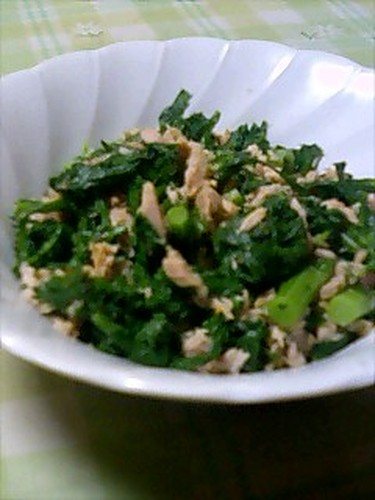 Chrysanthemum Greens and Tuna Side Dish