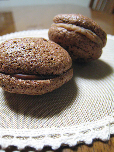 Autumn-Coloured Macarons Chestnut & Chocolate