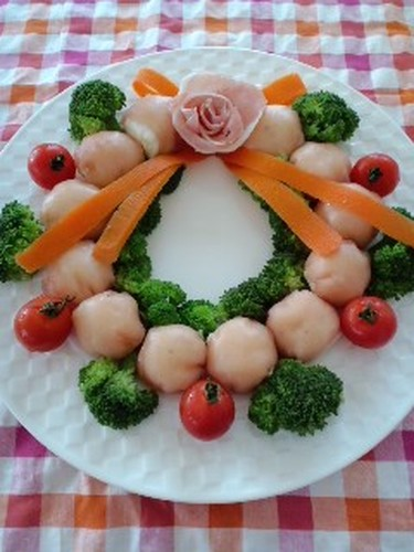 Cream Cheese and Potatoes Wrapped in Cured Ham Christmas Wreath
