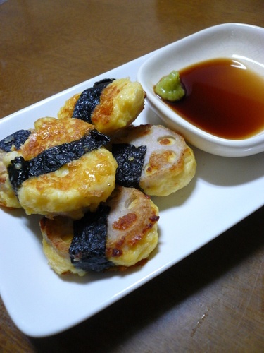Pan-Fried Cheese Hanpen and Lotus Root with Seaweed