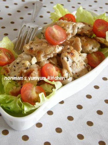 Garlic and Pepper Seasoned Chicken Breast with Lemon