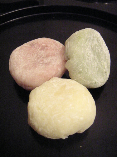Yukimi Daifuku (Mochi Dumplings Filled with Ice Cream)
