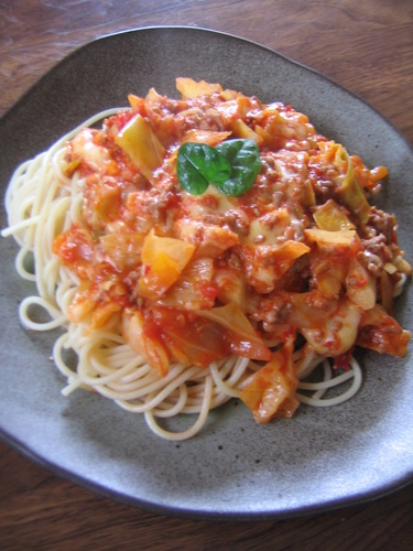 Melting Cheese and Spring Cabbage Tomato Pasta