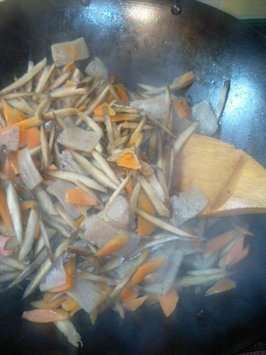 Macrobiotic Kimpira-style Quick Stir-fry with Konnyaku and Burdock Roots