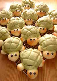 So Cute! Turtle-Shaped Melon Bread