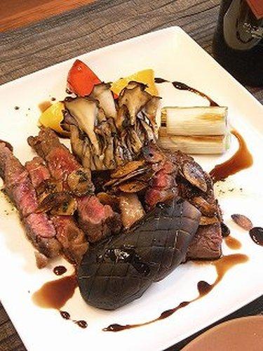 Beef Steak With 2 Varieties of Sauce