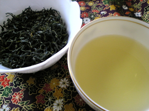 Home-Grown Fresh Green Tea: How to Process Freshly Picked Green Tea Leaves In a Microwave