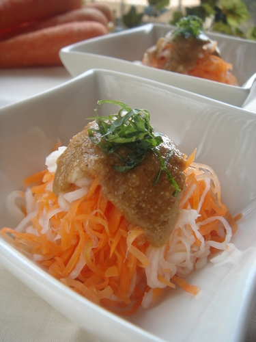 Carrots with Ground Soybean and Sesame Dressing