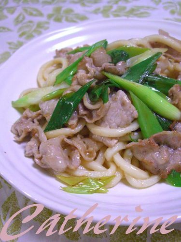 Easy and So Good! Green Onion and Pork Stir-Fried Udon Noodles