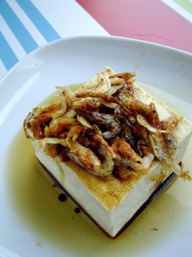 Chilled Tofu with Crispy Sakura Shrimp and Sizzling Sesame Oil