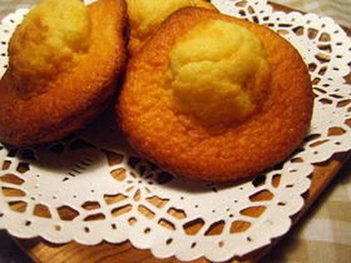 Moist and Fluffy Milky Honey Madeleines