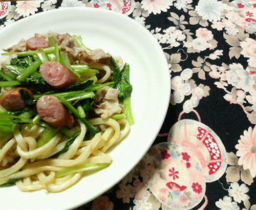 Grilled Udon with Sausages and Komatsuna