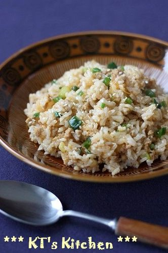Spicy Stir-Fried Rice Packed With Leeks and Sesame Seeds