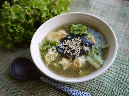 Chinese Soup with Lettuce and Egg in 5 Minutes