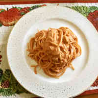 Spaghetti with Tomato and Mascarpone Sauce