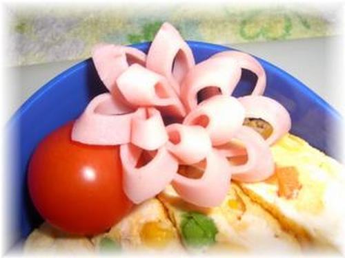 Diagonally-Cut Ham Flowers: Colorful Bento Gap-Fillers