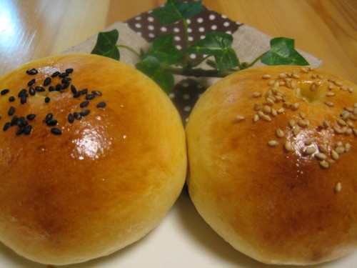 Fluffy Moist Anpan (Bread Roll filled with Anko)