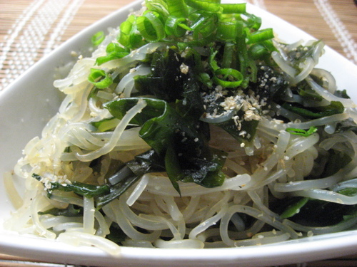Shirataki Noodles and Wakame Seaweed with Garlic Ponzu Sauce
