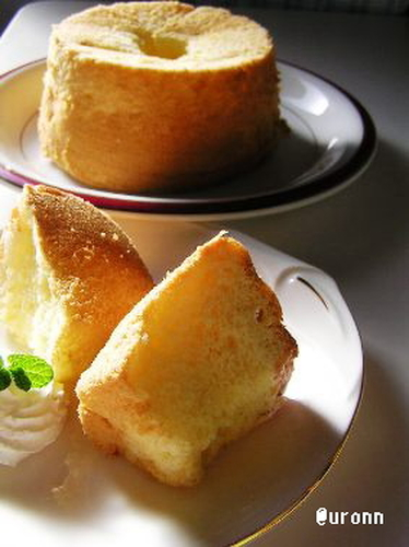 A Chiffon Cake for Grownup Baked in an Inexpensive Cake Tin