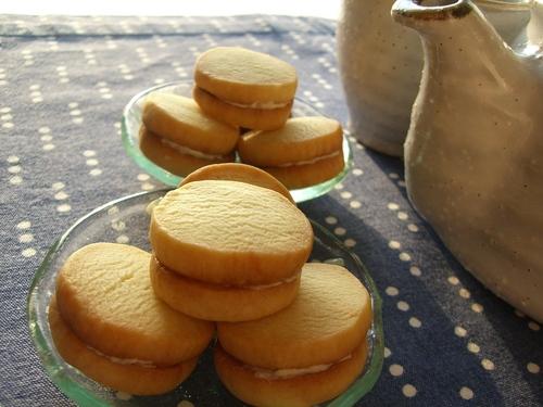 Milk Sandwich Cookies with Cream Filling