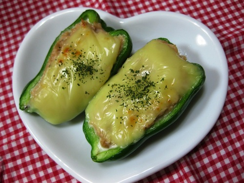 An Easy Bento Side Dish: Canned Tuna and Green Bell Pepper Bake with Mayonnaise