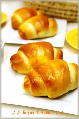 Light Basic Butter Rolls