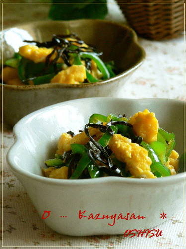 Stir-Fried Bell Pepper and Eggs Dressed with Salty Kelp