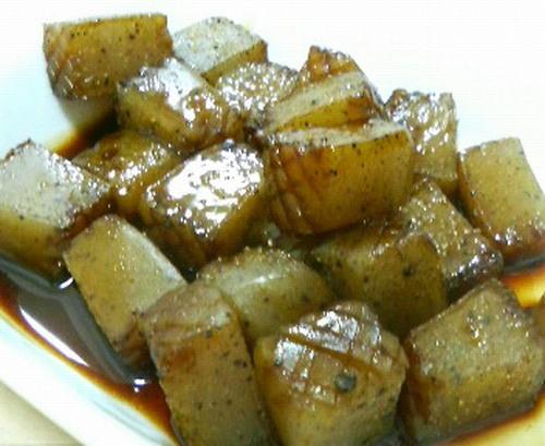 """Cubed Konnyaku """"Steak"""" With Shiso Garlic Soy Sauce"""