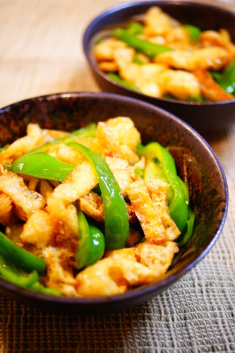 Green Bell Peppers and Aburaage Stir-fried in Oyster Sauce