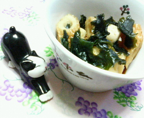 Simmered Chikuwa and Wakame Seaweed (Great for Lunchboxes)