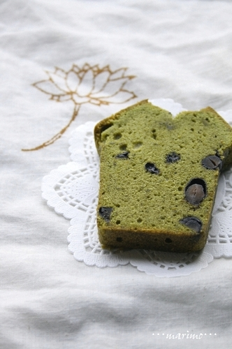 Japanese-style Cake with Matcha and Kuromame