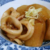 Well-Flavoured Simmered Taro Roots, Daikon Radish, and Squid