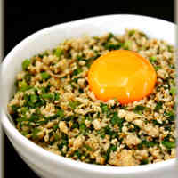 Sweet-Savoury Fried Komatsuna and Minced Chicken Rice Bowl