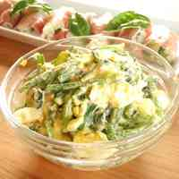 Spinach and Boiled Egg Salad with Sesame Dressing