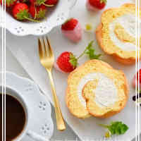Petit Strawberry Roll Cake with Ladyfinger Biscuit Crust