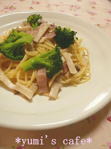 Lightly-Flavored Pasta with Broccoli and Bacon