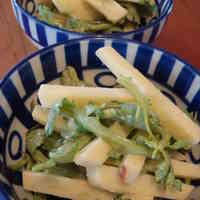 Oil-Free Apple & Chrysanthemum Leaf Salad