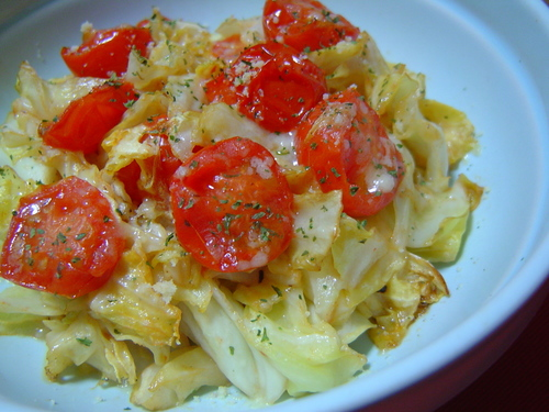 Stir-Fried Tomatoes and Cabbage with Japanese-Style Worcestershire Sauce