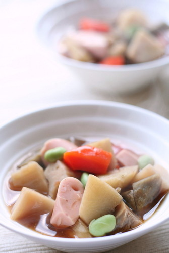 Fish Sausage Noppe'i Soup with Plenty of Root Veggies