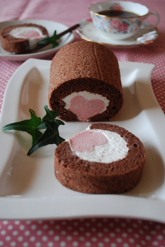 Secret Heart Roll Cake