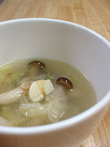 Easy ♪ 15 Minute Shimeji Mushroom and Leek Soup